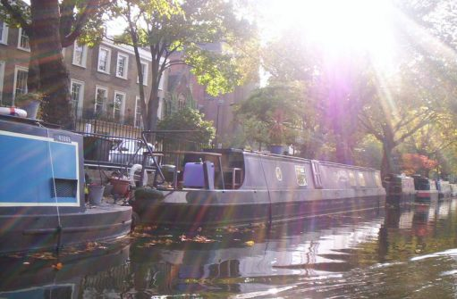 losts of barges and posh houses